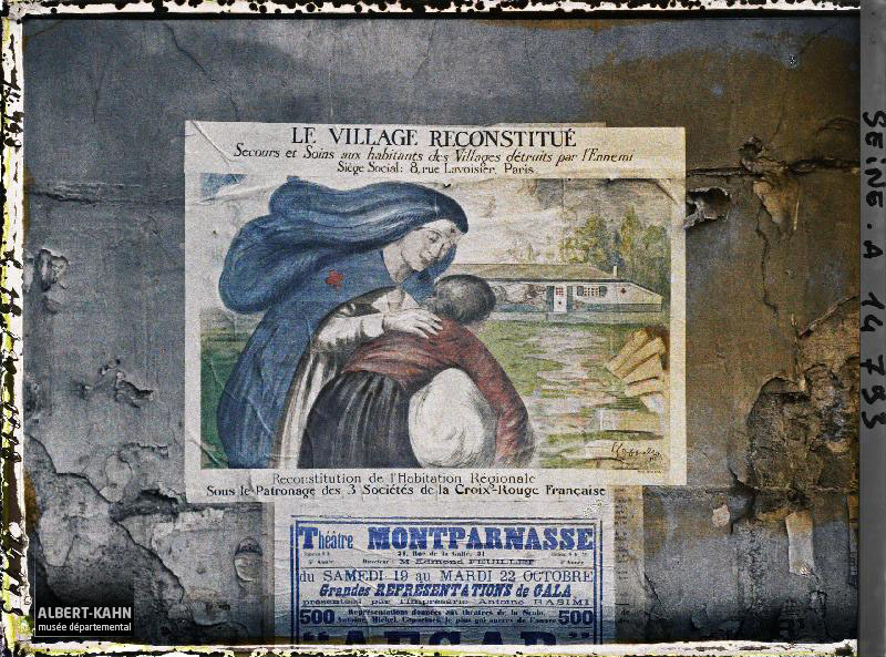 Le Village reconstitué (phot d'un affiche sur un mur)